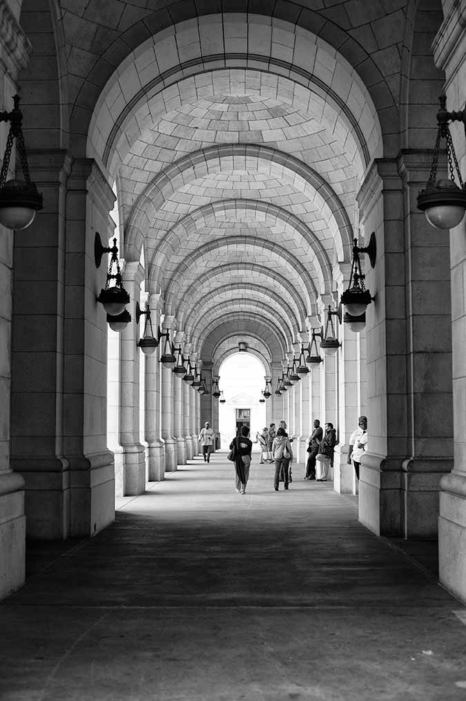 Black and white photo of front entrance of Union Station in Washington DC, USA