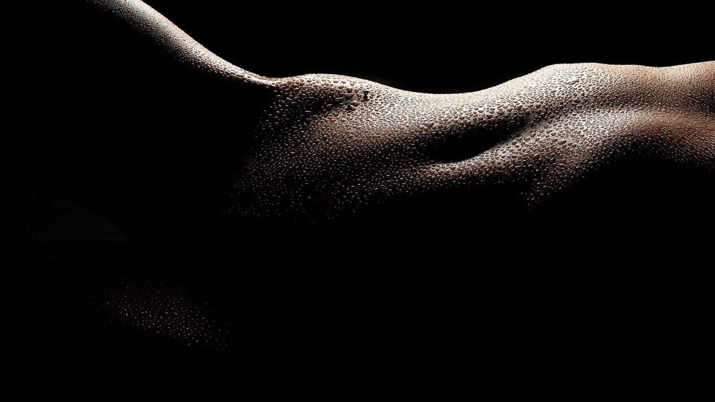 High contrast bodyscape of Carly Shae from my tutoirial video, High Contrast Nude Photography – How to light and shoot bodyscapes